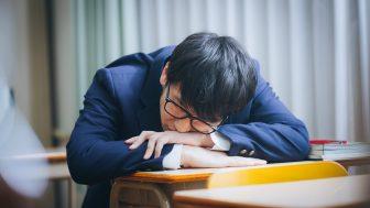 耐えられない居眠りはあえて寝る!?授業中にできるだけバレない方法を伝授!!